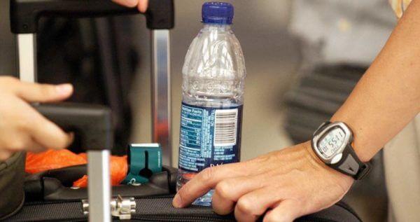 Воды разрешается брать в салон самолета не более 100 мл.